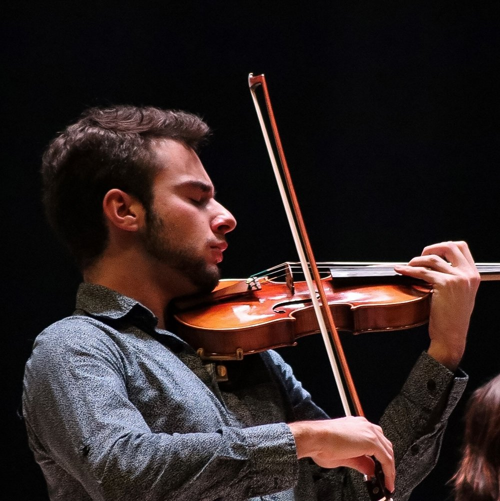 Alex Covelli plays the violin